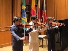 "Julian, Esteban y Alan interpretan ""Musette"" de J.S. Bach"