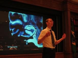 """El Dr. Enrico De Vita habla sobre la """"Medición de la función y estructura cerebral con medios no invasivos"""""""